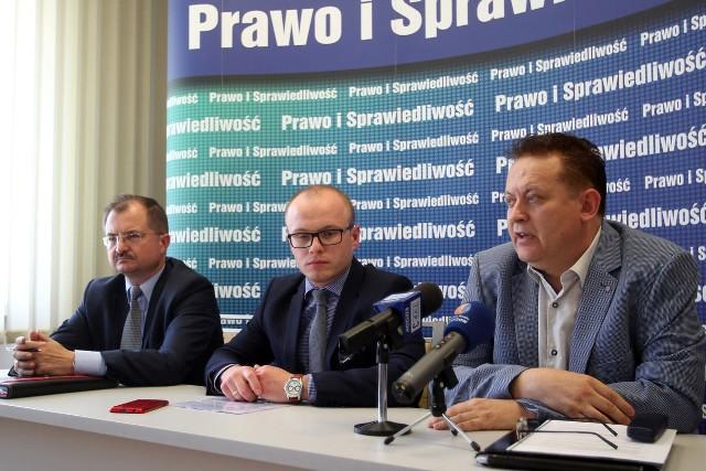 - Choć deklaracja nie ma mocy prawnej, jest jawnym atakiem na politykę migracyjną rządu - uważają rzeszowscy radni PiS Waldemar Szumny, Marcin Fijołek i Robert Kultys.