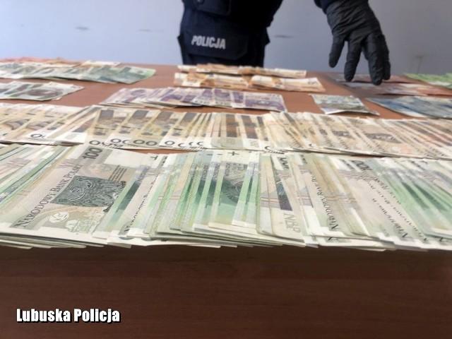 Policjanci zatrzymali pięciu mężczyzn, podejrzanych o udział w zorganizowanej grupie przestępczej.