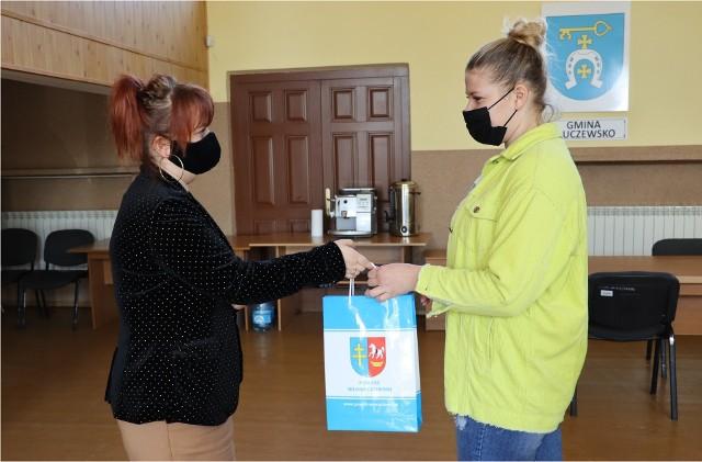 Darmowe pulsoksymetry i termometry dla honorowych krwiodawców od powiatu włoszczowskiego. Otrzyma je sześć wylosowanych osób.