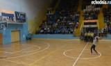 To było coś. Zobacz niesamowity rzut młodej dziewczyny na meczu koszykówki (wideo)