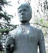 Gdańsk. Pomnik Marii Konopnickiej na razie zostanie na skwerze