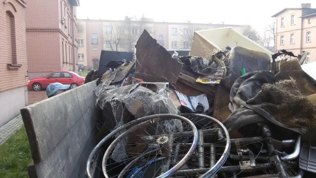 Stare wersalki, sanki, rowery, ubrania - to wszystko podpalano w familokach