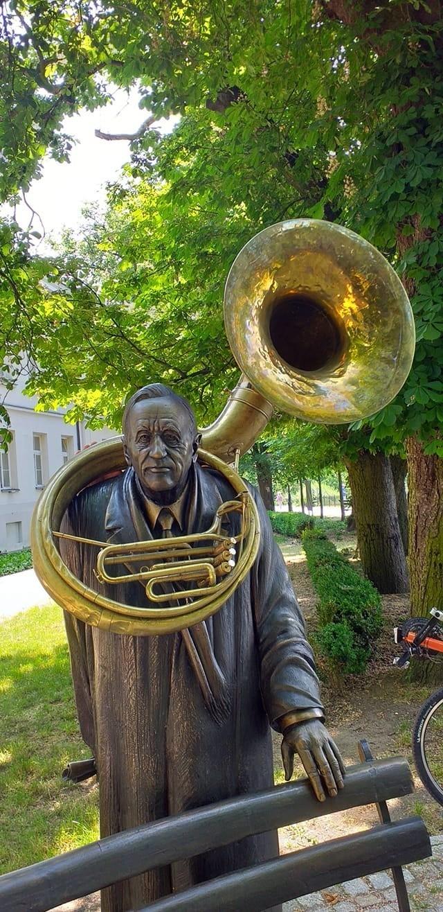 Piotr Wróbel jest muzykiem, kompozytorem, liderem Brass...