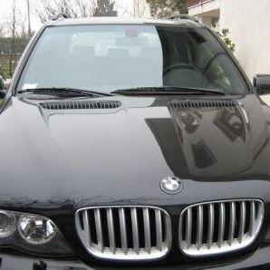 Najpierw do kontroli nie zatrzymało się BMW X5 (jak to na zdjęciu), później Audi A4. Jeden z pograniczników oddał strzały. Celował w koła auta, ale nie trafił