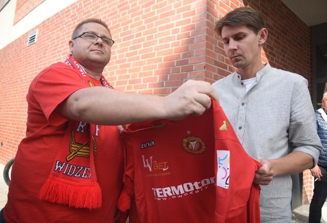 Od prawej prezes Polskiego Związku Piłkarzy Euzebiusz Smolarek