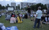 Kino pod chmurką, czyli wakacje pełne filmowych atrakcji w całym mieście. Codziennie inne miejsce i film