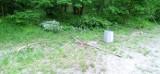 Polana ogniskowa na Wzgórzach Piastowskich w Zielonej Górze zdewastowana. Ktoś wyciął młode drzewa, porozrzucał śmieci