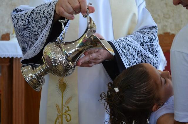 Chrzty w diecezji zielonogórsko-gorzowskiej są ważne.