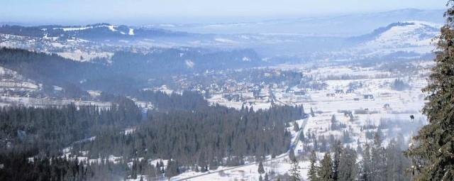Smog wisi nad Białką Tatrzańską, gdzie zimą szusują tysiące narciarzy. Zdjęcie pokazuje, jak wyglądało powietrze w ostatni weekend
