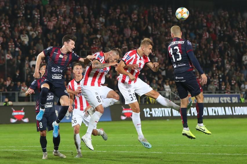 W pierwszym spotkaniu obu ekip w tym sezonie Craocovia pokonała Pogoń 2:0.