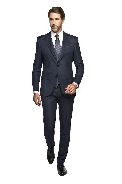 ff3fc8c3f780d Trendy w modzie męskiej w 2017 roku: Granatowy garnitur ...
