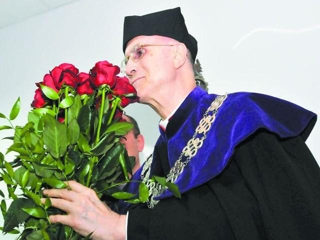 Kardynał Tarcisio Bertone w Bydgoszczy: Gospodarka musi być etyczna- Człowiek, żyjący tylko w wymiarze tego, co daje się wyliczyć i zmierzyć, w końcu się dusi - przestrzegał kardynał Bertone