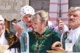 """Festiwal zespołów folklorystycznych w Białostockim Muzeum Wsi -  """"Ocalić od zapomnienia""""."""