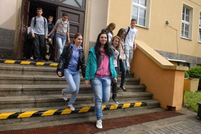 Asia Kaszubska, Kamila Weiss i Monika Chromik są sulechowiankami, mają blisko do szkoły, dlatego twierdzą, że nie chciałyby dojeżdżać na naukę do Zielonej Góry