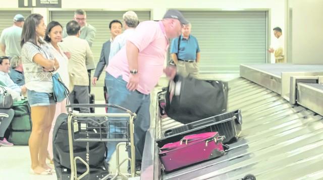 Linie lotnicze nieraz nie biorą odpowiedzialności za kosztowne przedmioty znajdujące się w naszym bagażu