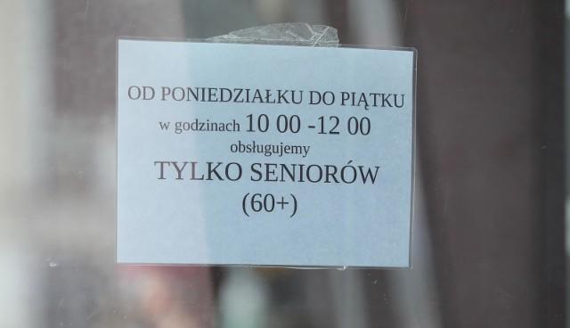 Godziny dla seniorów obowiązują w sklepach od poniedziałku do piątku w godzinach 10-12. W Wigilię mają zostać zniesione.