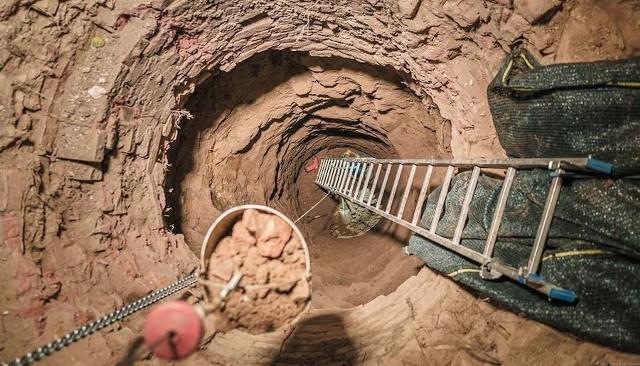 Kolejny etap prac przy poszukiwaniach tzw. Złotego Pociągu - listopad 2018 -  teren Stada Ogierów Książ.