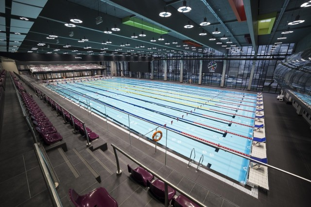 Tak wygląda basen olimpijski w hali sportowej Warszawskiego Uniwersytetu Medycznego.