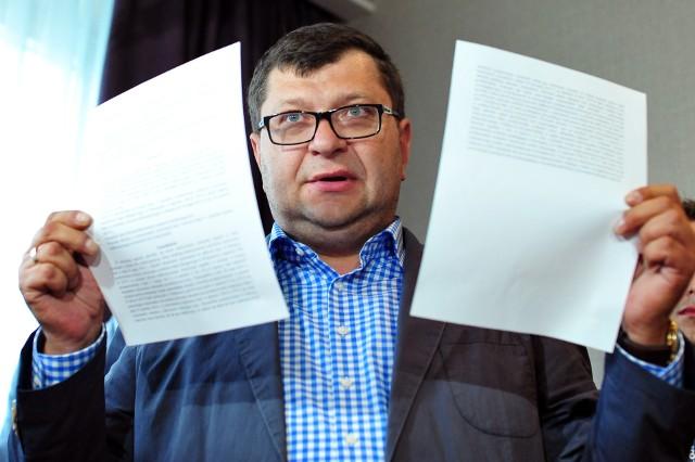 Zbigniew Stonoga, który usłyszał 186 zarzutów prokuratorskich, nie przyznaje się do winy. Jego proces odbędzie się w Sądzie Okręgowym w Łodzi