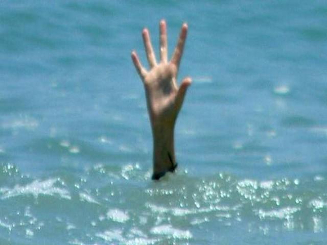 Nocna kąpiel w Zgłowiączce mogła dla 57-latka zakończyć się tragicznie