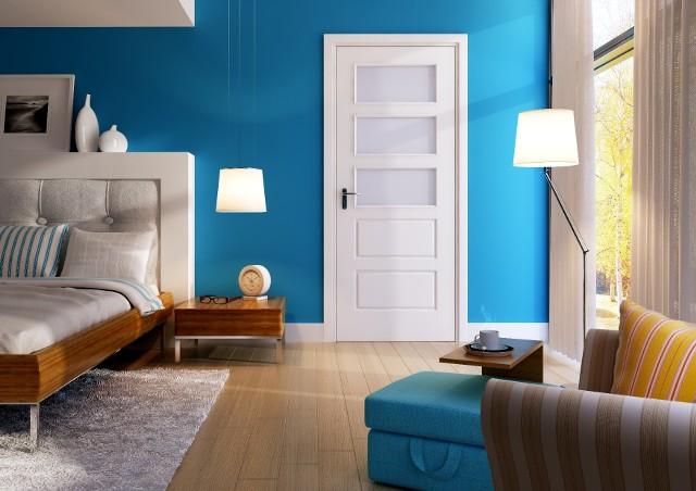 Drzwi wewnętrzne z ościeżnicą idealnie dopasowaną do stylu wnętrzaOścieżnice występują zarówno w wariantach dedykowanych do drzwi przylgowych, jak i bezprzylgowych. W zależności od upodobań można wybrać futrynę o nowoczesnej linii wzorniczej, bądź nawiązującej do stylu retro. Ościeżnice występują w bardzo wielu kolorach, co umożliwia dobranie barwy pasującej d oo drzwi.