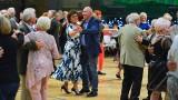 Potańcówka dla seniorów 2021 w hali sportowej w Przemyślu. Na parkiecie bawiło się250 osób [ZDJĘCIA]