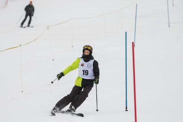 Kto jeszcze nie skorzystał z myślęcińskiego stoku narciarskiego, powinien się pospieszyć.