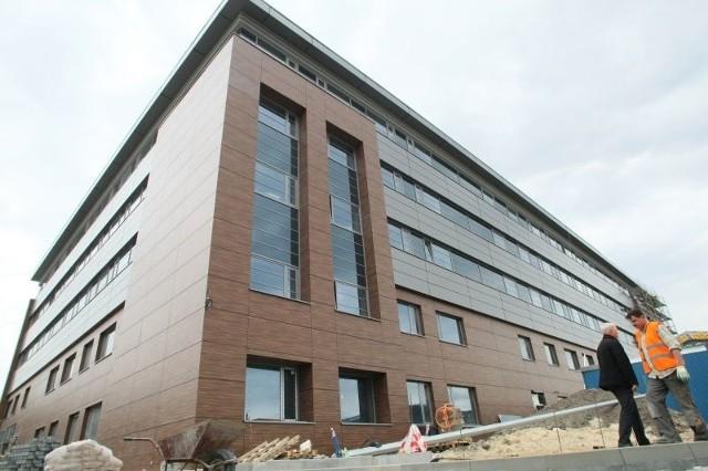 Starostwo Powiatowe w KielcachTak prezentuje się elewacja nowej siedziby kieleckiego starostwa.