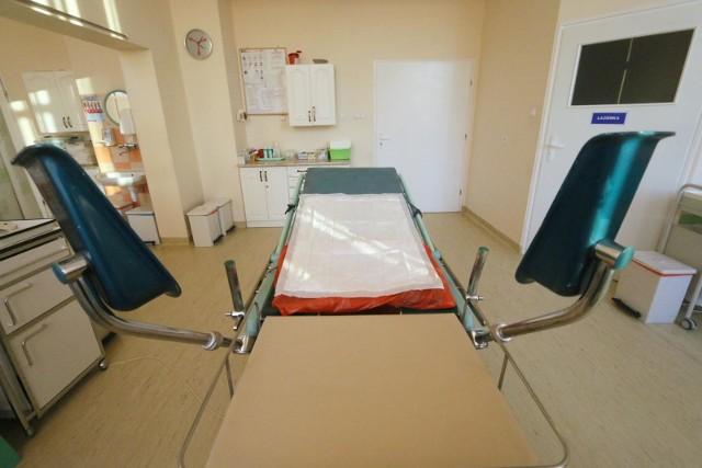 Prokuratura Okręgowa w Łodzi postawiła zarzuty narażenia na bezpośrednie niebezpieczeństwo życia i zdrowia noworodka i spowodowanie u niego ciężkiego uszczerbku na zdrowiu 61-letniemu ginekologowi, który pełnił dyżur w szpitalu w jednym z miast okręgu łódzkiego.WIĘCEJ NA KOLEJNYM SLAJDZIE