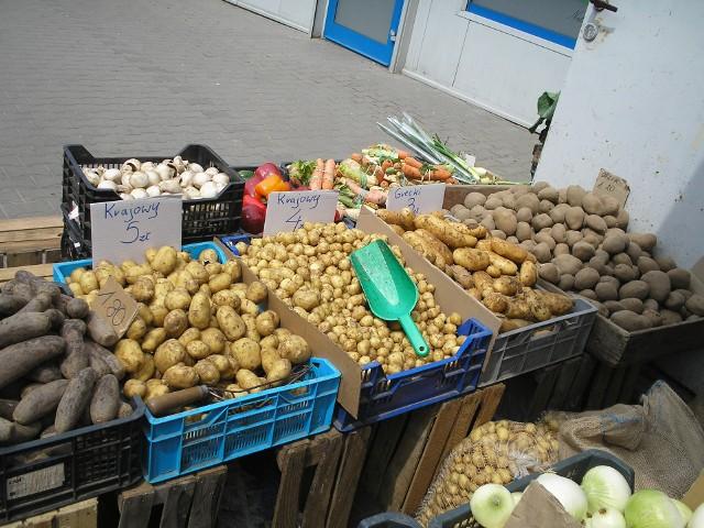 Do wyboru mamy krajowe i importowane, młode mi stare ziemniaki.