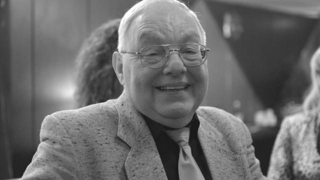 """""""Sanatorium miłości"""" będzie emitowane bez zmian, """"w zgodzie i porozumieniu z rodziną"""" Cezarego Mocka – jednego z bohaterów programu, zmarłego 19 lutego w wieku 67 lat."""