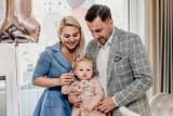 Antosia, córka kieleckich radnych, Katarzyny i Kamila Suchańskich, skończyła roczek. Zobacz bajkowe zdjęcia z uroczystości
