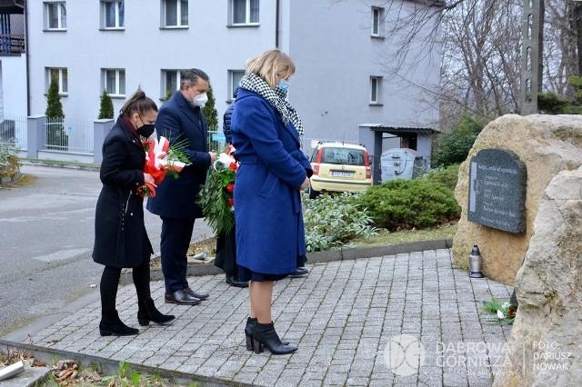 Dzień Pamięci Ofiar Zbrodni Katyńskiej w Dąbrowie Górniczej Zobacz kolejne zdjęcia/plansze. Przesuwaj zdjęcia w prawo - naciśnij strzałkę lub przycisk NASTĘPNE