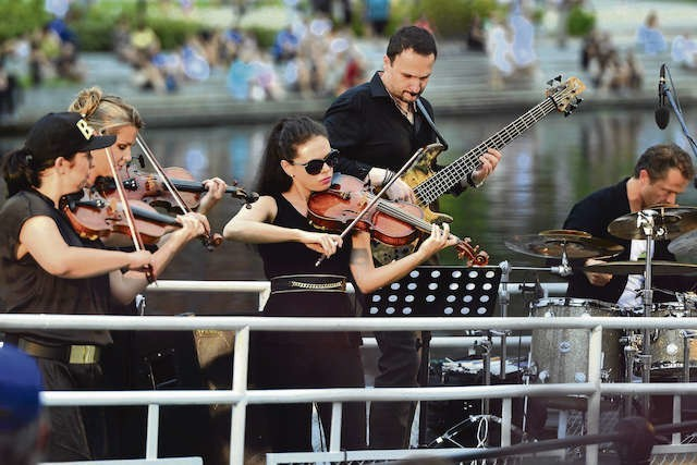 """Koncerty z cyklu """"Rzeka Muzyki""""  cieszą się ogromnym zainteresowaniem. Rok temu obejrzało  je 20 tysięcy osób"""