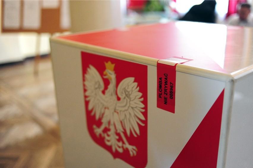 Sprawdź, jakie zasady obowiązują w lokalach wyborczych.