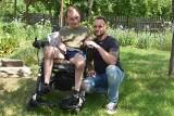"""Mały gest, który ma wielką wartość. Paweł Kubiak z Gubina organizuje akcję """"Zatrąb"""" dla niepełnosprawnego Marcina z Pławia"""