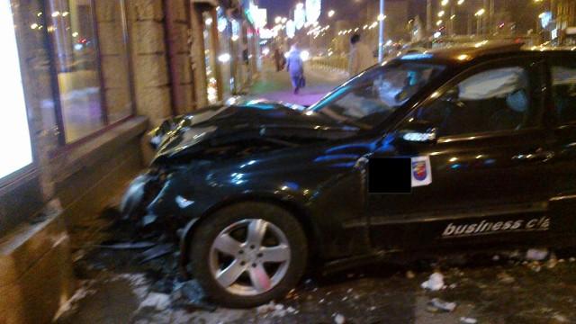 Kolizja taksówki w al. Wyzwolenia w Szczecinie.