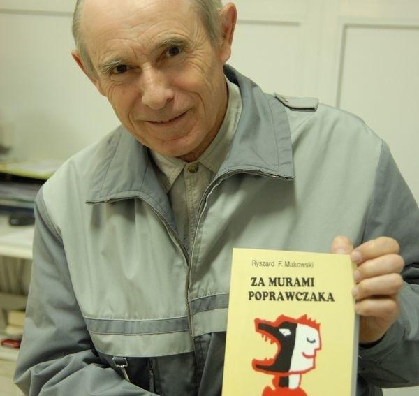 Ryszard Makowski ze swoją książką