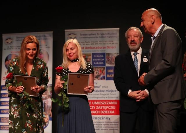 Małgorzata Klimczak odbiera wyróżnienie w imieniu redakcji