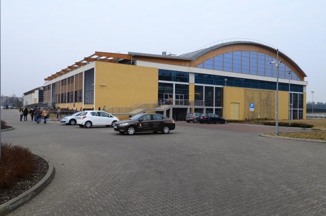 Zespół szkolno-przedszkolny mógłby powstać w pobliżu hali sportowej UAM na Morasku
