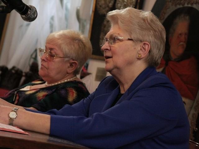 Helena Nycz (z prawej) z przewodniczącą gminy  żydowskiej w Żarach Alicją Skowrońską