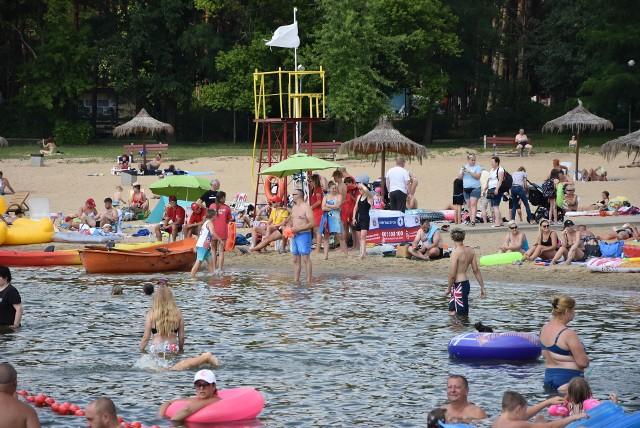 Plaża miejska w Rudniku jest jedną z najchętniej odwiedzanych plaż w Grudziądzu. W tym sezonie decyzją prezydenta Grudziądza, zostały zniesione opłaty za wstęp. Zgodnie z przepisami znajduje się na niej 3 ratowników WOPR, a w dni gdzie jest bardzo ciepło i ludzi więcej jest jeszcze czwarty ratownik. W myśl zasad: jeden ratownik powinien być na pomoście, drugi na łódce na wodzie, a trzeci przy linii brzegowej.