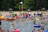 Na plażach i w wodzie piją. Biją się! Ratownicy WOPR i policjanci z wodnego posterunku w Grudziądzu mają pełne ręce roboty