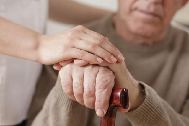 Chorzy na Parkinsona potrzebują wsparcia i uwagi ze strony rodziny i najbliższych, by łatwiej walczyć z chorobą i cieszyć się w pełni każdym dniem.