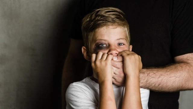 Najbardziej zagrożone przemocą w czasie pandemii są dzieci.