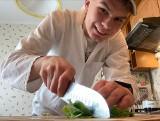 """Dary Ziemi na talerzach. Uczniowie opatowskiej """"żywieniówki"""" przygotowali wegetariańskie menu (ZDJĘCIA)"""