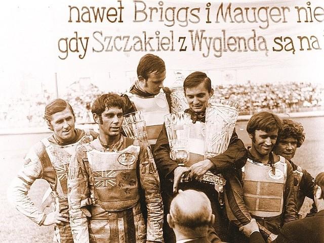 Nasi górą! Od lewej: Barry Briggs, Ivan Mauger, Jerzy Szczakiel, Andrzej Wyglenda, Andres Michanek i Bernt Persson.