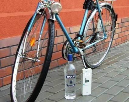 Rowerzysta w organizmie miał ponad 2 promile alkoholu.
