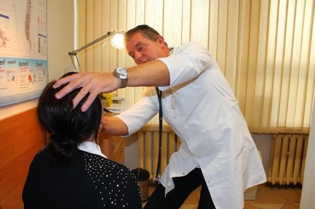 """Pacjenci powinni otrzymywać zaświadczenie od specjalisty poza kolejnością, skoro ma ono mieć charakter obligatoryjny - uważa  dr Marek Skrzypulec z NZOZ """"Med-Piast"""" w Strzelcach Opolskich."""