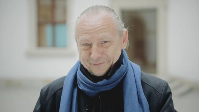 """Zbigniew Libera to weteran polskiej instalacji, fotografii i sztuki performance. Jest również prekursorem sztuki krytycznej, określanej też jako """"sztuka ciała"""", z którą eksperymentował już pod koniec lat osiemdziesiątych."""